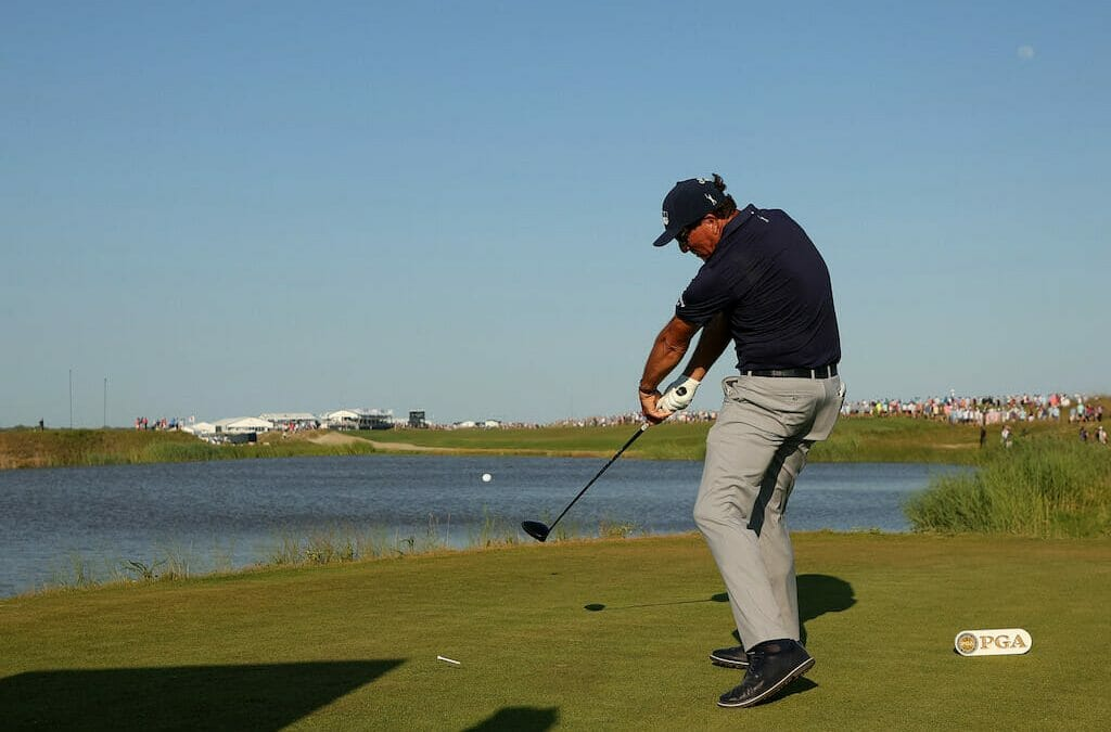 """Mickelson among those to question """"stupid"""" 46-inch rule"""